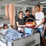 ชลบุรี ส่งสามนักเตะเยี่ยมแฟนบอลพันธุ์แท้หลังประสบอุบัติเหตุ